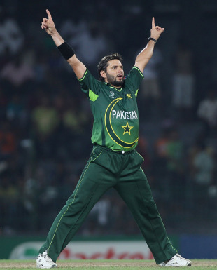 Shahid Afridi strikes a pose after castling Jimmy Hansra, Canada v Pakistan, Group A, World Cup 2011, Colombo, March 3, 2011