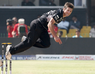 Hamish Bennett charges in with purpose, New Zealand v Zimbabwe, Group A, World Cup 2011, Motera, March 4, 2011