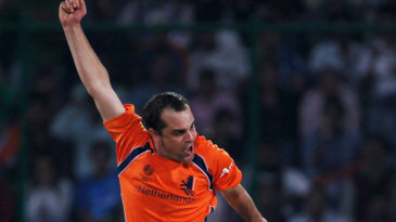 Peter Borren celebrates dismissing Virat Kohli