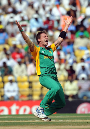 Dale Steyn had a close appeal for lbw against Virender Sehwag, India v South Africa, Group B, World Cup, Nagpur, March 12, 2011