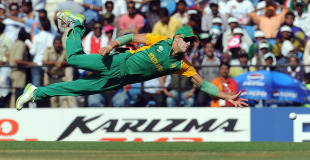 Faf du Plessis attempts to stop a boundary, India v South Africa, Group B, World Cup, Nagpur, March 12, 2011