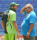 Shahid Afridi and Intikhab Alam have a chat, Pallekele, March 13, 2011
