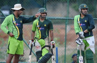 Waqar Younis has a word with Mohammad Hafeez and Misbah-ul-Haq at the nets, Pallekele, March 13, 2011