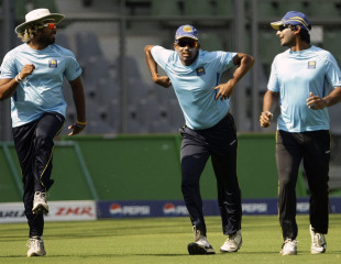 Thilan Samaraweera has some fun with team-mates during practice, Mumbai, March 16, 2011