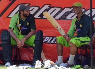 Shoaib Akhtar and Shahid Afridi have a laugh, World Cup, Colombo, March 17, 2011