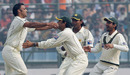 Shoaib Akhtar gets Dinesh Karthik cheaply, 1st Test, Day 5, India v Pakistan, Delhi, November 26, 2007