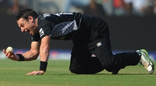 Nathan McCullum took a stunning catch off Mahela Jayawardene but was denied a wicket, New Zealand v Sri Lanka, Group A, World Cup 2011, Mumbai, March 18, 2011