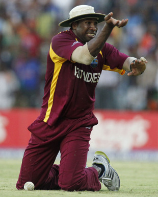 Kieron Pollard hurt his finger while taking a diving catch, India v West Indies, Group B, World Cup 2011, March 20, 2011