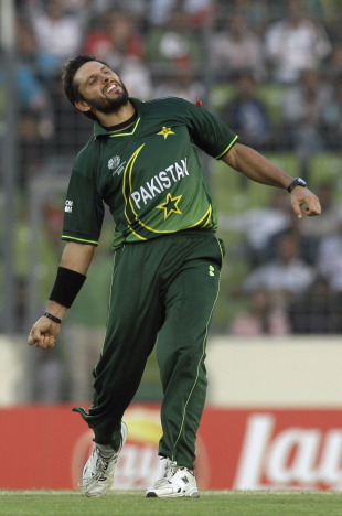 Shahid Afridi brought West Indies' innings to a close by bowling Ravi Rampaul, West Indies v Pakistan, 1st quarter-final, World Cup 2011, March 23, 2011