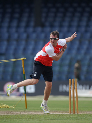 Graeme Swann has a bowl ahead of England's quarter-final, Colombo, March 25, 2011