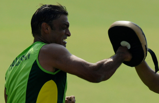 Shoaib Akhtar boxes during Pakistan's training session ahead of their semi-final clash with India, Mohali, World Cup 2011, March 26, 2011