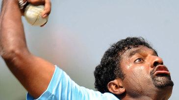 Muttiah Muralitharan bowls on the eve of Sri Lanka's semi-final against New Zealand