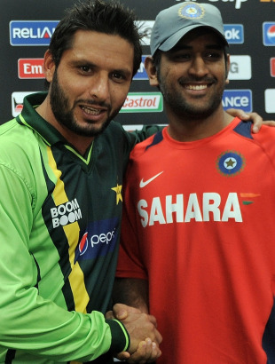 Shahid Afridi and MS Dhoni are all smiles ahead of their semi-final clash, Mohali, March 29, 2011