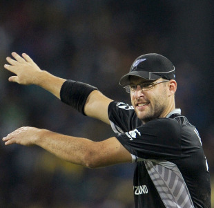Daniel Vettori alters the field, Sri Lanka v New Zealand, 1st semi-final, World Cup 2011, Colombo, March 29, 2011
