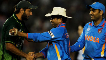 Shahid Afridi congratulates Sachin Tendulkar and Virender Sehwag after the hard-fought game