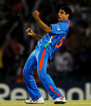 Ashish Nehra celebrates the dismissal of Umar Gul, India v Pakistan, 2nd semi-final, World Cup 2011, Mohali, March 30, 2011