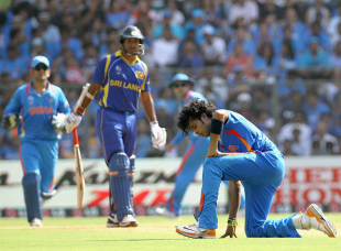Sreesanth had a difficult day in the field, leaking runs, India v Sri Lanka, final, World Cup 2011, Mumbai, April 2, 2011