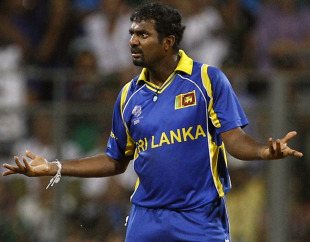 Muttiah Muralitharan is not satisfied with an effort in the field, India v Sri Lanka, final, World Cup 2011, Mumbai, April 2, 2011