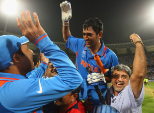 MS Dhoni returns to a hero's welcome after steering India home, India v Sri Lanka, final, World Cup 2011, Mumbai, April 2, 2011