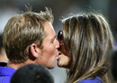 Elizabeth Hurley congratulates Shane Warne on a well-deserved win