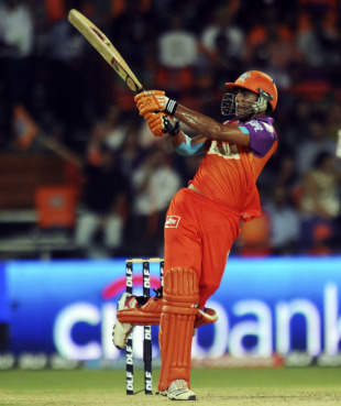 Ravindra Jadeja top scored for Kochi with 31, Kochi Tuskers Kerala v Delhi Daredevils, IPL 2011, Kochi, April 30, 2011