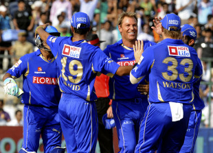 Rajasthan celebrate the dismissal of Robin Uthappa, Rajasthan Royals v Pune Warriors, IPL 2011, Jaipur, May 1, 2010