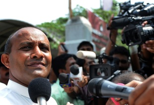 Hashan Tillakaratne speaks to reporters in Colombo, May 3, 2011
