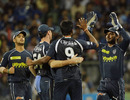 Deccan Chargers get-together after Anand Rajan snags a wicket, Mumbai Indians v Deccan Chargers, IPL 2011, Mumbai, May 14, 2011