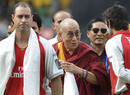Michael Bevan meets the Dalai Lama, Kings XI Punjab v Deccan Chargers, IPL 2011, Dharamsala, May 21, 2011