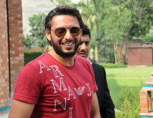 Shahid Afridi meets the media after his disciplinary hearing, Lahore, June 16, 2011