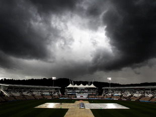 The rain returns at the Rose Bowl on a disappointing day, England v Sri Lanka, 3rd Test, Rose Bowl, June 16, 2011