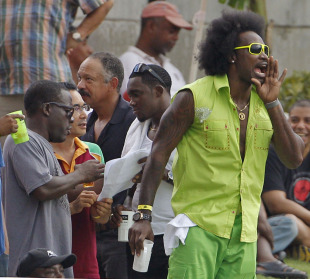 Chris Gayle shows off his flamboyant new hairstyle, West Indies v India, 5th ODI, Kingston, Jamaica, June 16, 2011