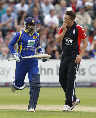 Jayawardene crushes lacklustre England