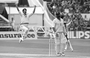 Richard Hadlee in his delivery stride, England v New Zealand, 2nd Test, Trent Bridge, 1st day, August 7, 1986