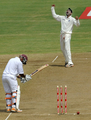 Carlton Baugh becomes Harbhajan Singh's 400th Test wicket, West Indies v India, 3rd Test, Dominica, 2nd day, July 7, 2011