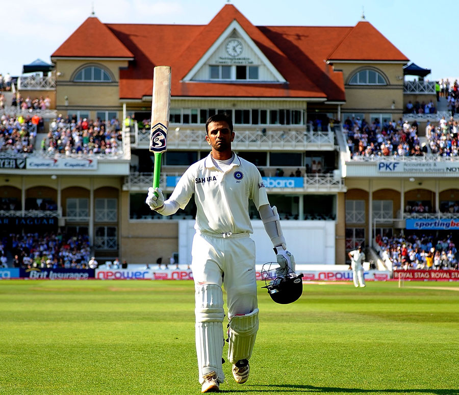 Rahul Dravid walks off to applause after his dismissal