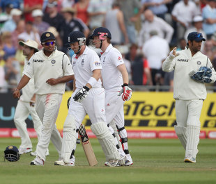 Ian Bell was given out by the third umpire, but MS Dhoni withdrew the appeal during the tea break