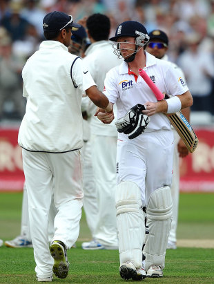 Rahul Dravid congratulates Ian Bell after Bell was dismissed for 159, England v India, 2nd npower Test, Trent Bridge, 3rd day, July 31, 2011