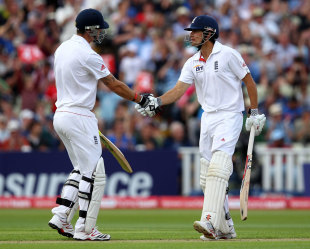 Kevin Pietersen and Alastair Cook added 100 in quick time, England v India, 3rd npower Test, Edgbaston, 2nd day, August 11, 2011