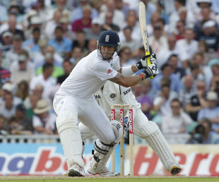 Kevin Pietersen plays the switch-hit, England v India, 4th Test, The Oval, 2nd day, August 19, 2011