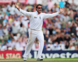 Graeme Swann is delighted with his six-for, England v India, 4th Test, The Oval, 5th day, August 22, 2011