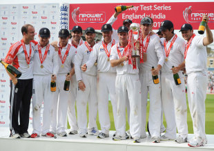 The English side celebrates the whitewash, England v India, 4th Test, The Oval, 5th day, August 22, 2011