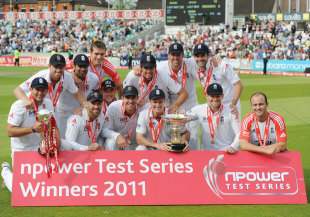 The World No. 1 Test team strikes a happy pose, England v India, 4th Test, The Oval, 5th day, August 22, 2011