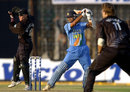 Rahul Dravid cuts to the boundary, India v New Zealand, Match 6, TVS Cup, Cuttack, November 6, 2003