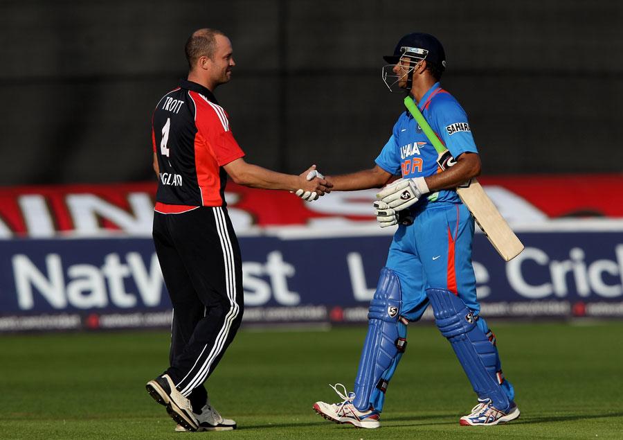 Jonathan Trott congratulates Rahul Dravid on a fine ODI career