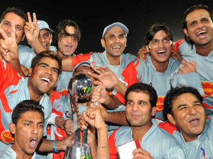 Sialkot celebrate their Faysal Bank T20 triumph, Final, Rawalpindi Rams v Sialkot Stallions, Faysal Bank T20, Karachi, October 2, 2011