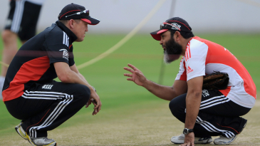 Mushtaq Ahmed and Andy Flower discuss the pitch