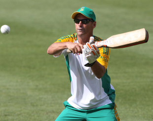 Gary Kirsten gives catching practice