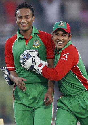 Shakib Al Hasan and Mushfiqur Rahim celebrate Andre Russell's dismissal, Bangladesh v West Indies, only Twenty20, Mirpur, October 11, 2011