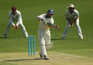 Chris Rogers pulls during his busy knock, Queensland v Victoria, 2nd day, Sheffield Shield, Brisbane, October 12